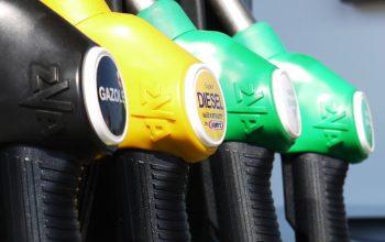 Prezzo benzina in calo, a quanto ammontano le tariffe in questi giorni?