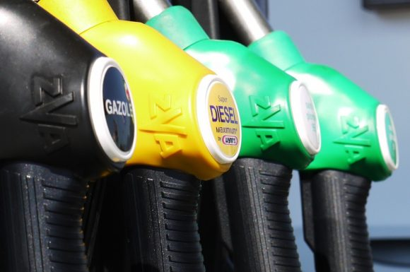 Prezzo benzina: tornano i ribassi per diesel e benzina