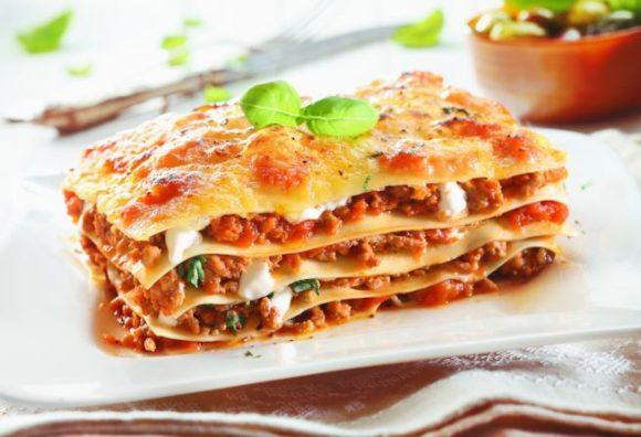Allerta Europea: tracce di insetti nelle lasagne all'uovo, ma in Italia tutti zitti