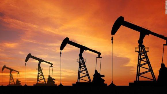Petrolio: quotazioni sprofondano ai minimi da marzo, ecco le cause del tonfo