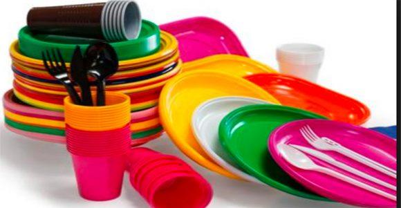 Piatti di plastica monouso ritirati per presenza di sostanze tossiche, ecco marca e lotti
