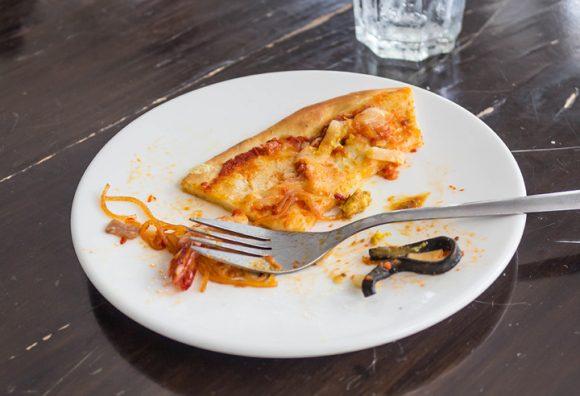 Mangiare gli avanzi del pasto precedente fa ingrassare