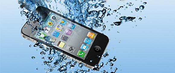 Smartphone in acqua? Ecco come comportarsi