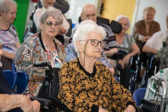 Si diventa anziani dopo i 75 anni, italiani sempre più giovani