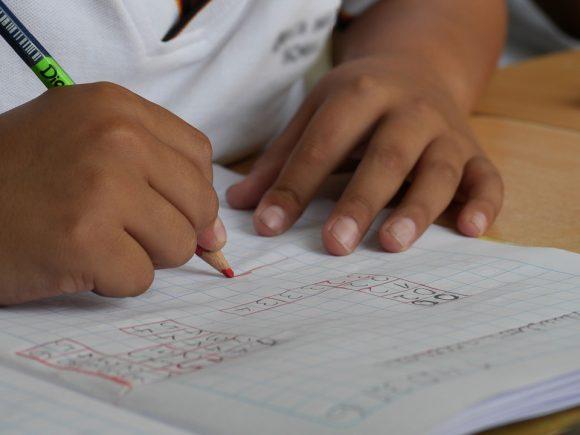 Scuola e disabilità: bandi di formazione Lis per tutti gli insegnanti