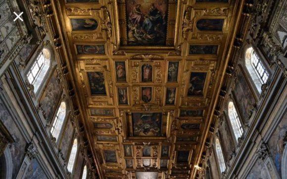 Soffitto ligneo della Chiesa con le 46 tavole decorative