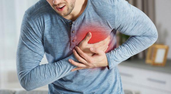 Dolore al petto, l'esame della troponina rileva un rischio d'infarto