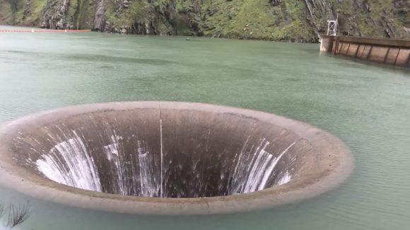Glory Hole, un buco nel lago nato dall'unione tra uomo e natura
