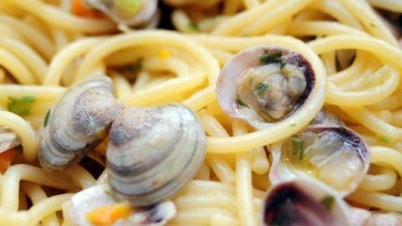 Linguine alle vongole e calamari in bianco, ricetta per 8 persone