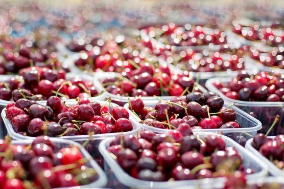 Schegge di vetro nelle ciliegie in vaschetta, ritiro immediato