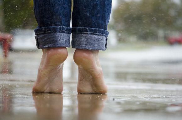 Un bicchiere di Vodka può risolvere il problema dei piedi che puzzano, vediamo come