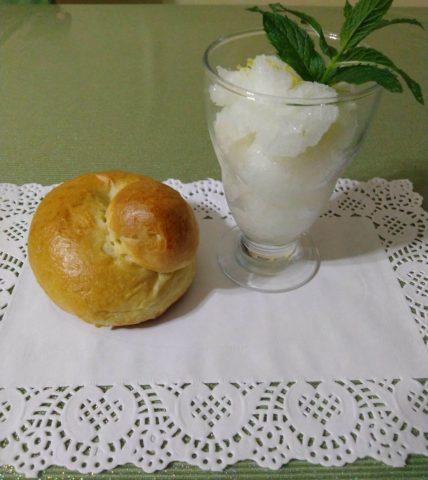 Granita al limone fatta in casa senza gelatiera