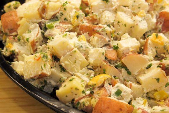 10 modi per fare un'insalata di patate
