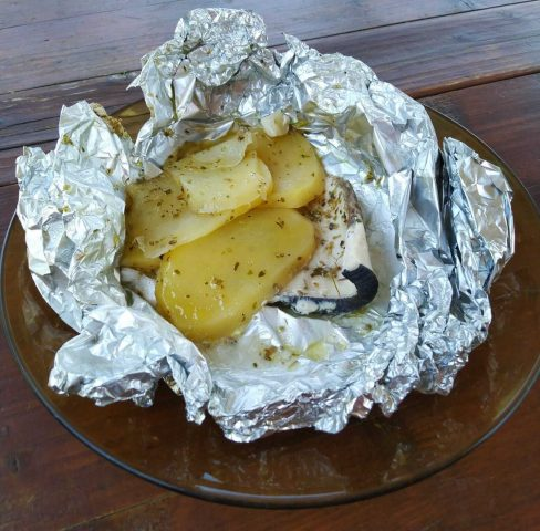 Pesce spada al cartoccio con patate, ricetta per 4/6 persone