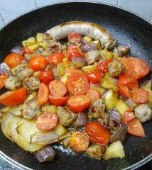 Tagliatelle salsicce e melenzane preparazione