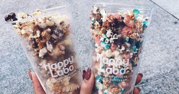 """Popcorn ghiacciati """"Frozen"""" serviti in spiaggia: la nuova moda dell'estate 2019"""