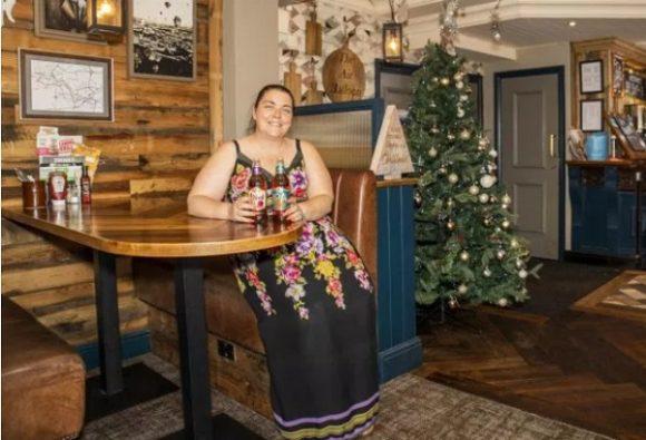 L'albero di natale in estate? Lo trovi in un pub inglese