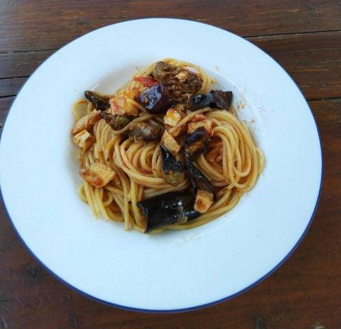 Spaghetti pesce spada e melanzane, ricetta facile e gustosa