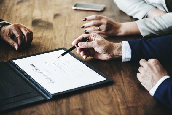 Assegno di divorzio: non è accettabile che il più ricco debba pagare il più debole, le 3 sentenze