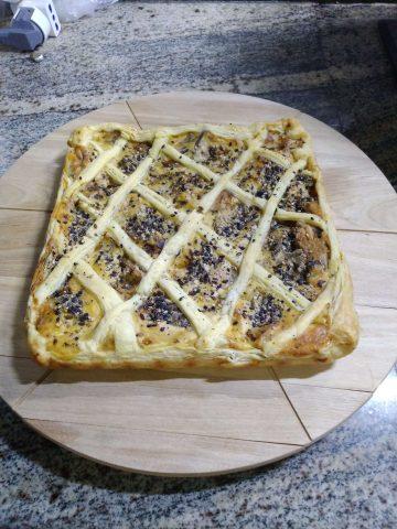 Crostata rustica con ripieno di ricotta e melanzane.
