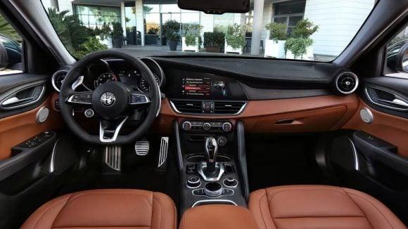 Le nuove Alfa Romeo Giulia e Stelvio fanno il loro debutto a Los Angeles