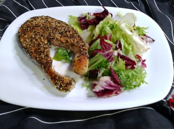 Salmone aromatizzato in padella, ricetta dietetica