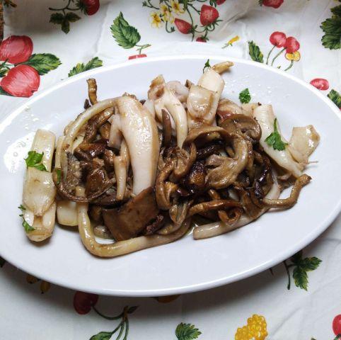 Seppia con i funghi ricetta facile e appetitosa per 4 persone