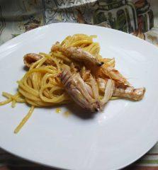 spaghetti con canocchie e lupini