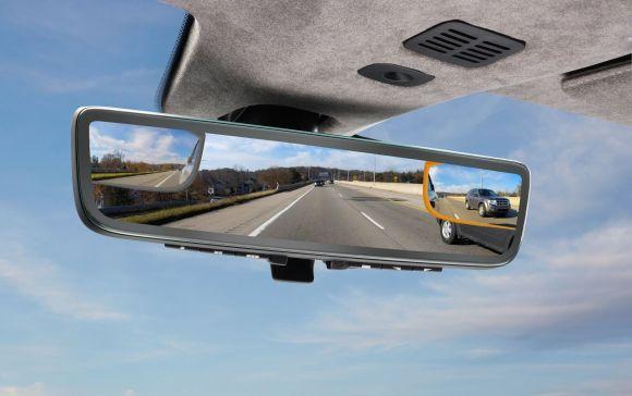 Aston Martin presenterà al CES uno specchietto retrovisore digitale ad alta tecnologia