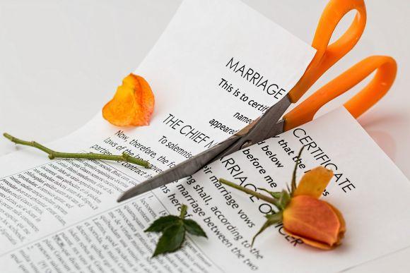 Decesso del coniuge prima della sentenza di divorzio: cosa accade?
