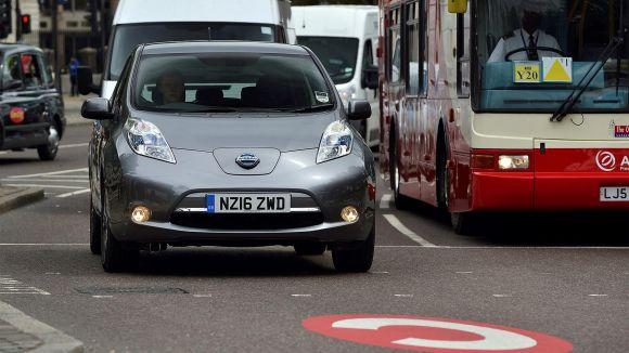 Nissan e Uber promuovono la mobilità a emissioni zero