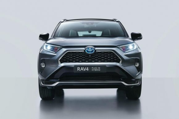 Toyota RAV4: svelate le specifiche della versione ibrida
