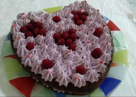 Dolce cuore di cioccolato con namelaka ai frutti di bosco