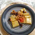 paccheri olive e calamaro in crema di peperoni