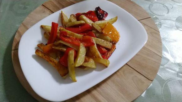 Peperoni e patate al forno contorno saporito, ricetta facile