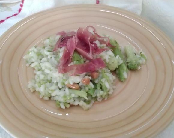 risotto con broccoli arachidi e prosciutto croccante