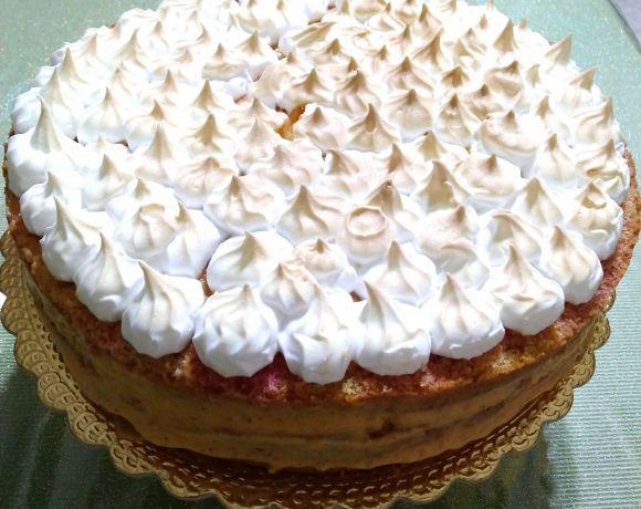 torta farcita con crema e croccante di mandorle