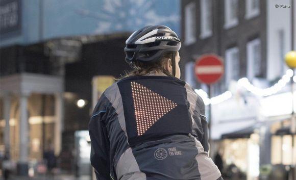 Ford crea la giacca Emoji, progettata per far comunicare i ciclisti con le auto