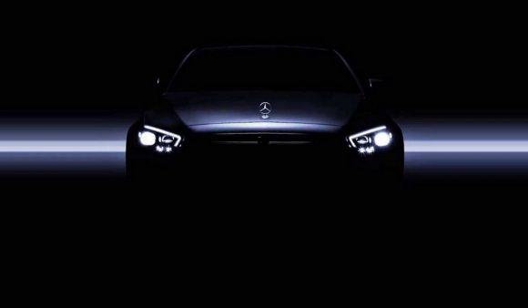 Nuova Mercedes Classe E: svelati i gruppi ottici in un teaser