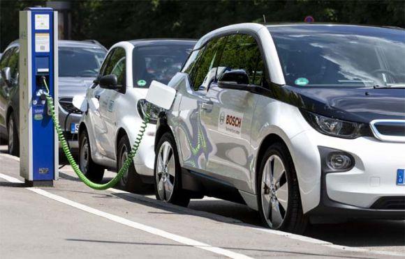 Le vendite di veicoli elettrici e PHEV aumentano nell'Unione europea, in calo il diesel