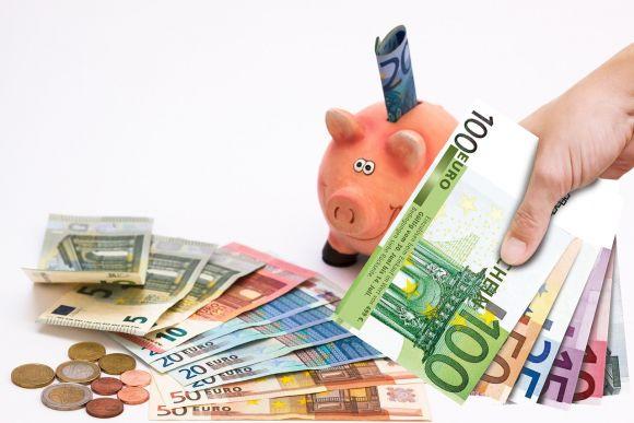 Risparmiare soldi senza privarsi di niente: piccoli trucchi per racimolare denaro