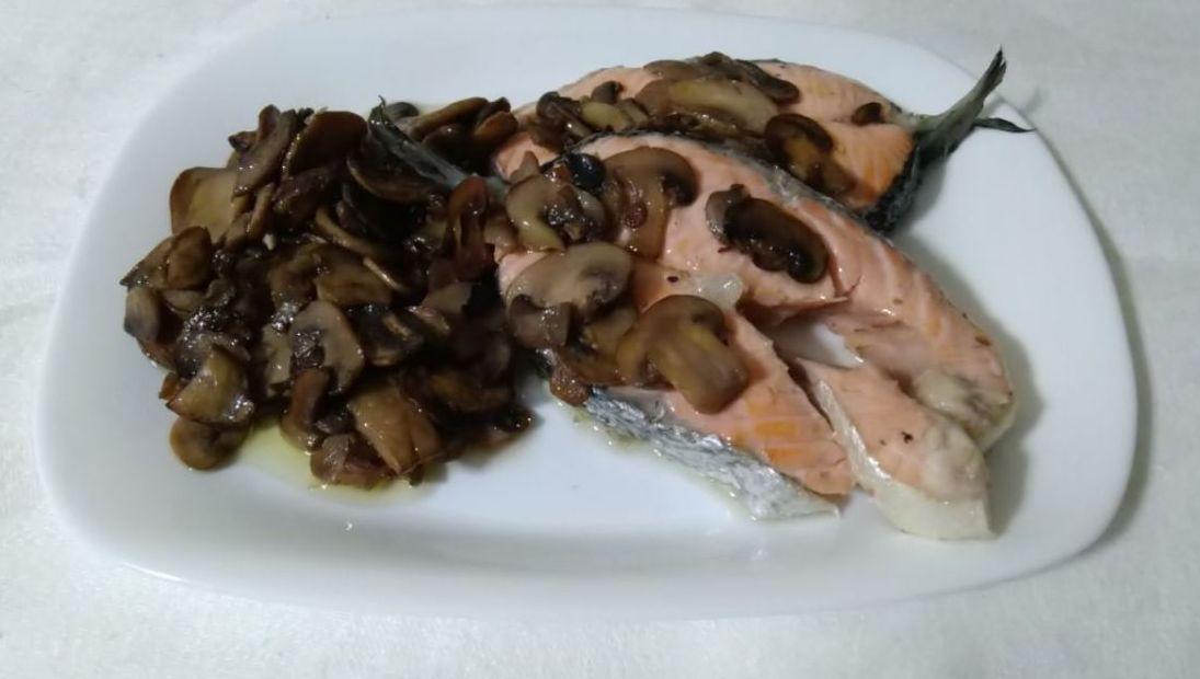 salmone con i funghi