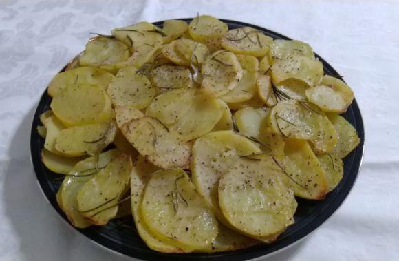 Tortino di patate, semplice e aromatizzato al rosmarino