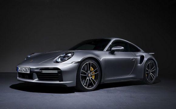 La nuova Porsche 911 Turbo S si mostra nel dettaglio: ecco il video