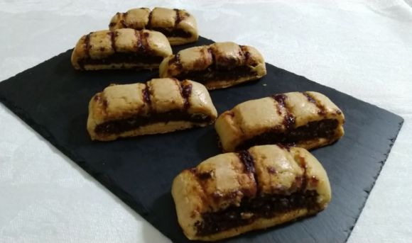 Biscotti all'amarena, dolcetti del riciclo di origine napoletane