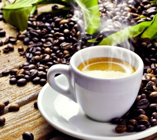 Il caffè una delle bevande più apprezzate: proprietà, benefici ed accortezze