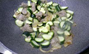 cottura salsiccia e zucchine