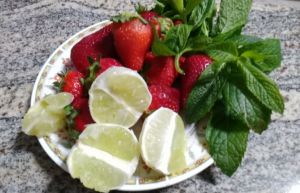 ingredienti per il mojito alle fragole