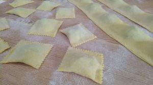 ravioloni di pasta fresca