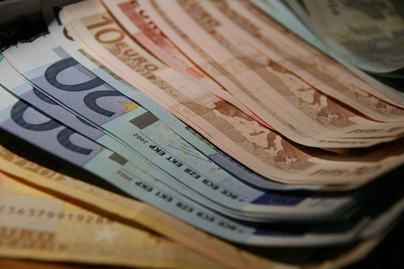 Reddito di base incondizionato di 1200 euro al mese a 120mila persone